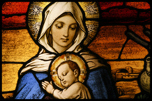 Stained glass depicting the Virgin Mary holding baby Jesus © CURAphotography / Shutterstock.com - it