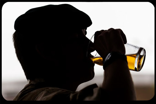 WEB-Drinking-Beer-Sergeant-Ian-Forsyth-RLC-CC - it