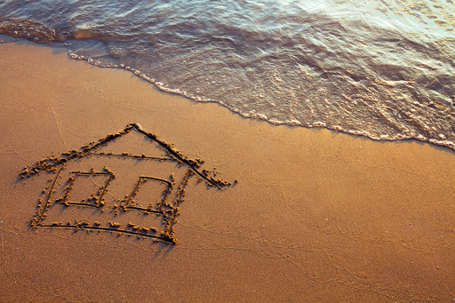 House on the beach © Ditty_about_summer / SHUTTERSTOCK