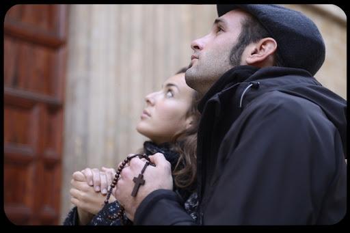 web-couple praying-© mangostock Shutterstock - it