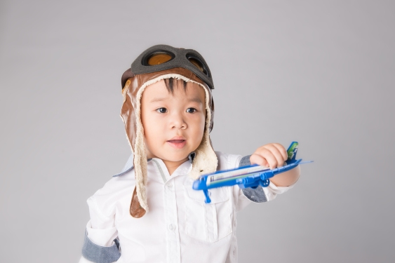 Asian Boy 3 years old playing with air plane © Maki Studio / shutterstock_286045745