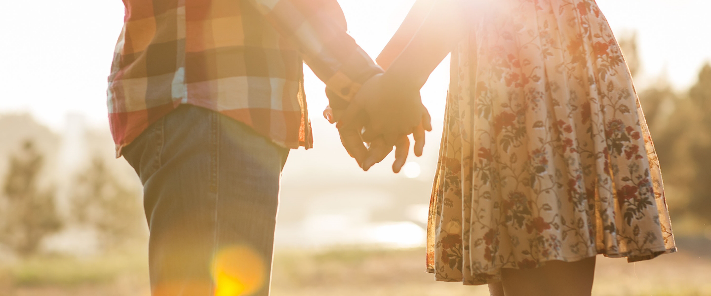 hero-forgiveness-couple-love-silhouette-shutterstock_158352050-rock-and-wasp-ai