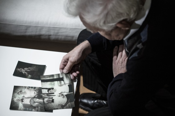 WEB OLD MAN HANDSPHOTO © Photographee.eu Shutterstock