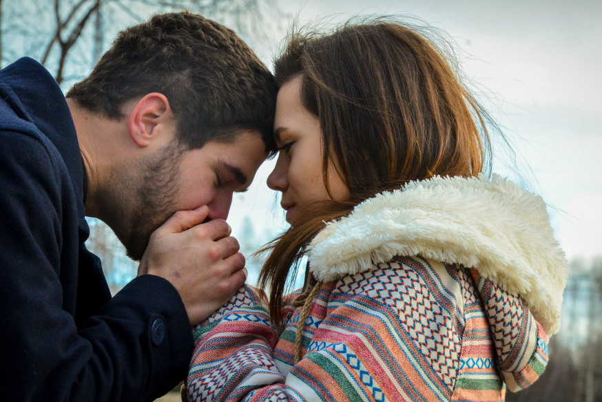 web-love-warm-couple-emilie-rhaupp-cc