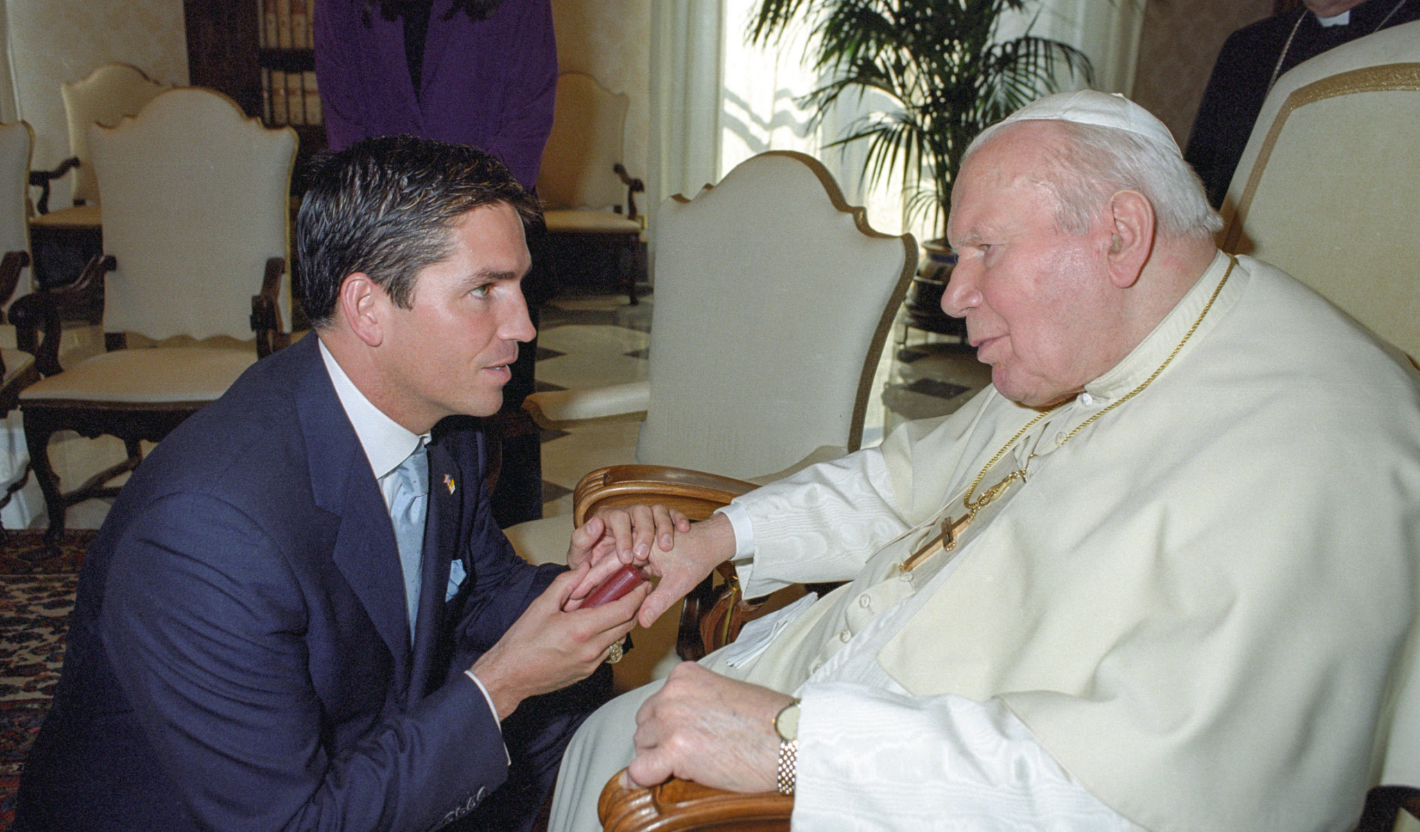 March 15 2004 : Pope John Paul II meets the actor Jim Caviezel in the Vatican. (Jim Caviezel is an American actor, best known for portraying Jesus Christ in the 2004 film The Passion of the Christ) EDITORIAL USE ONLY. NOT FOR SALE FOR MARKETING OR ADVERTISING CAMPAIGNS.