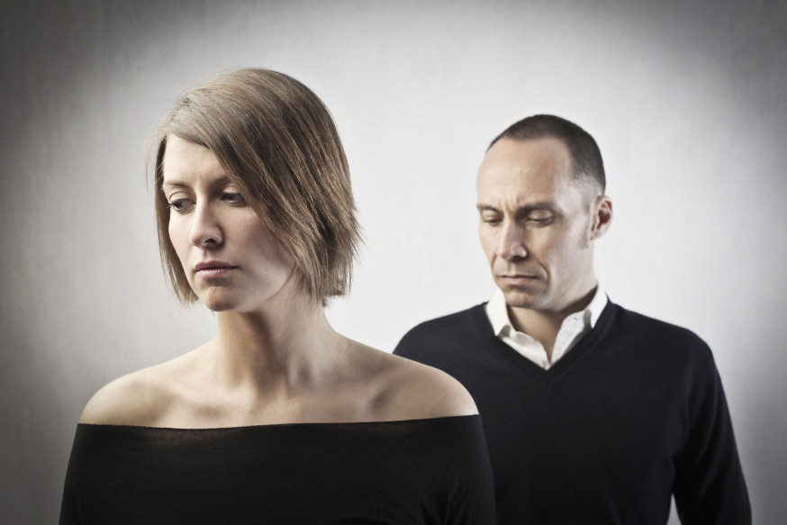 web-divorce-couple-infidelity-sadness-shutterstock_98507636-ollyy-ai