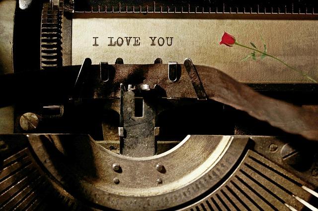 typewriter-1062697_640