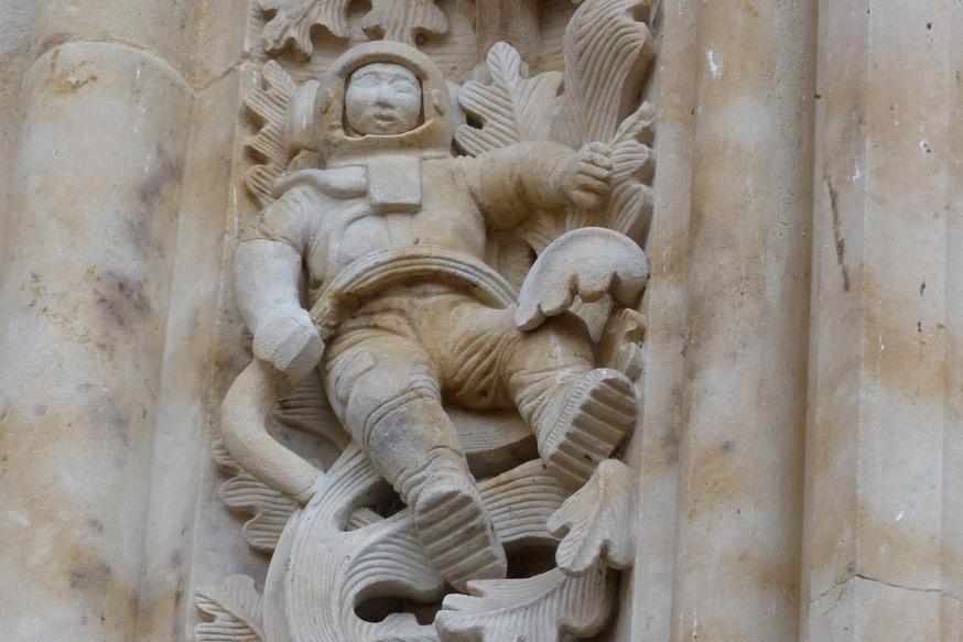 web-salamanca-cathedral-astronaut-carlos