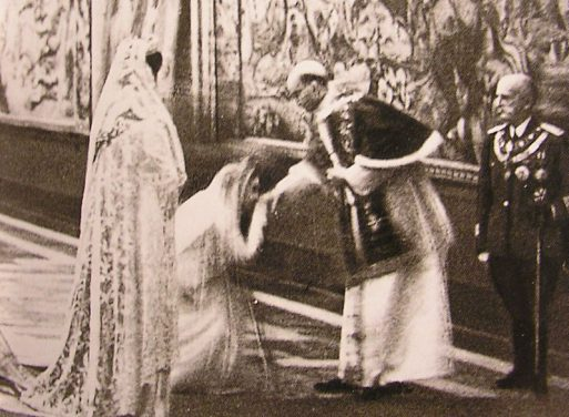 Legenda foto: La regina Elena d'Italia incontra papa Pio XII