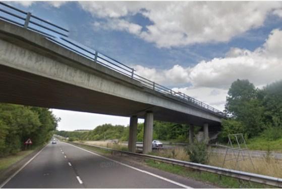 Il ponte dove la donna stava per tentare il suicidio