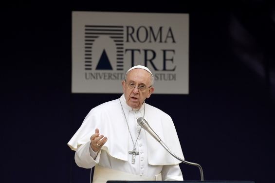 Pope Francis gestures as he delivers a speech on stage during a meeting with students and teachers at the Roma Tre University, in Rome, on February 17, 2017. / AFP PHOTO / Tiziana FABI