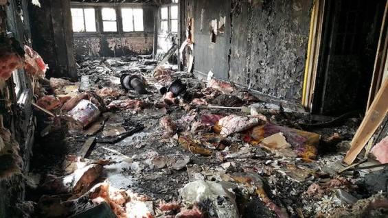 Il ristorante Anaheim White House dopo l'incendio