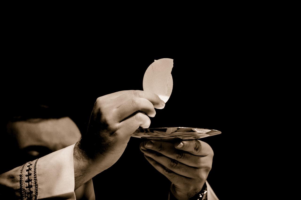 Ostia Eucaristia Sacerdote