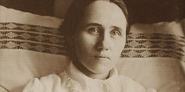 Anna Schaffer santa
