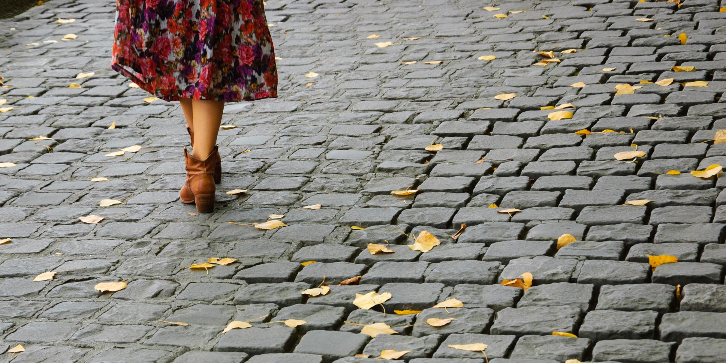 WOMAN STREET