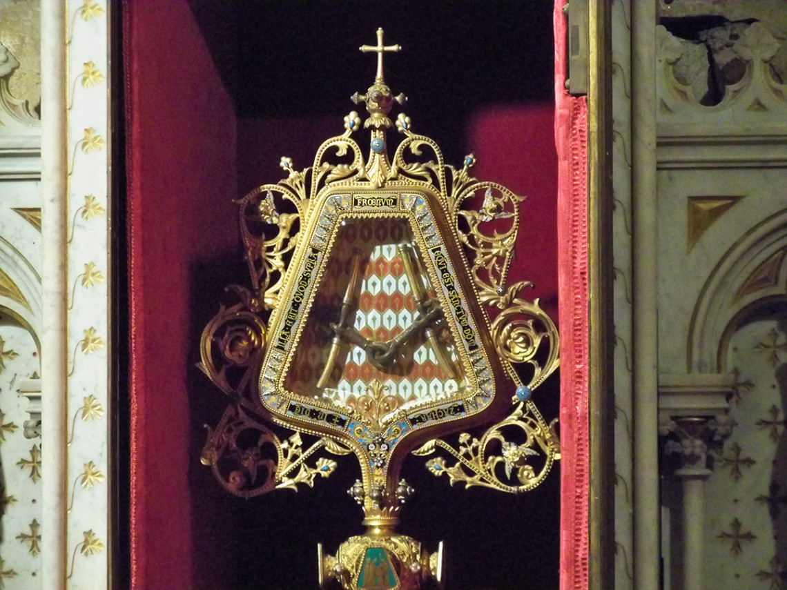 THE HOLY BRIDLE OF CARPENTRAS
