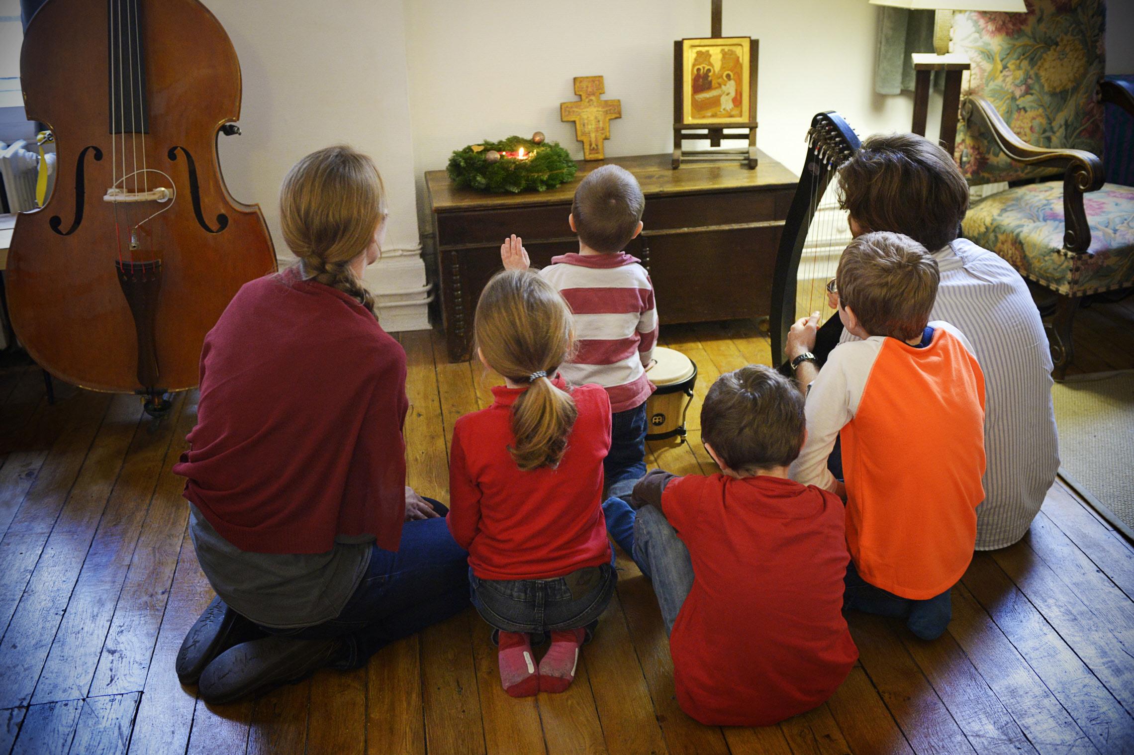 FAMILY PRAY
