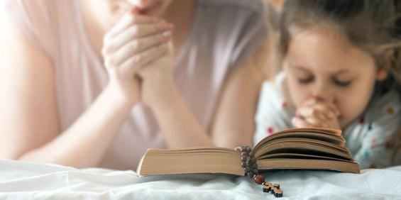 FAMILY PRAYING