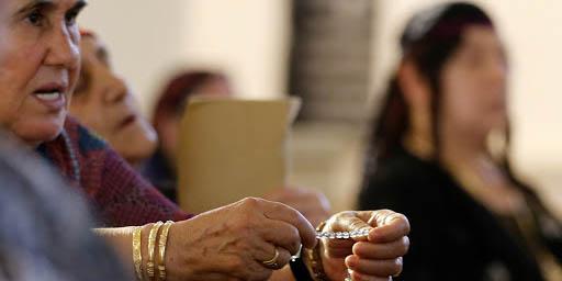 IRAGI WOMAN PRAYING