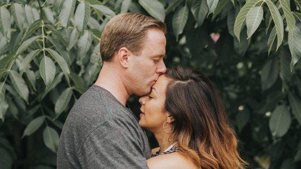 MAN, KISSING, WOMAN