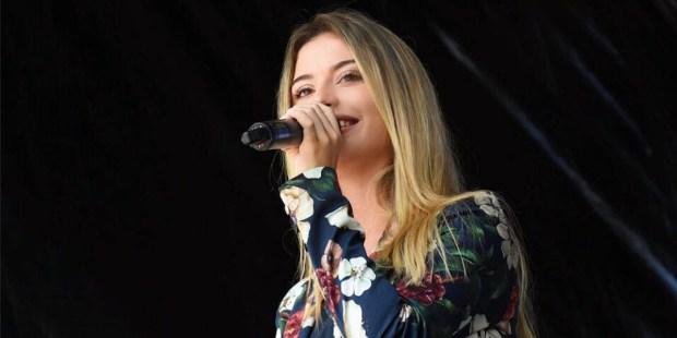 CAMILA HOLANDA,MUSICIAN