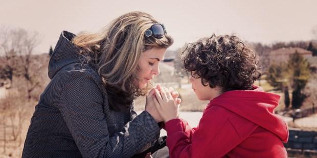 MOM AND SON PRAYNG