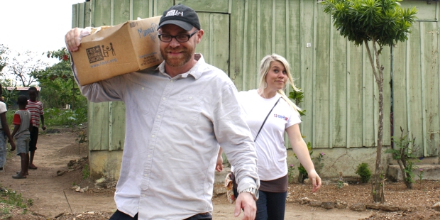 COUPLE,MISSIONS,AID