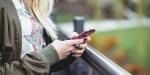 WOMAN,SOCIAL MEDIA,PHONE