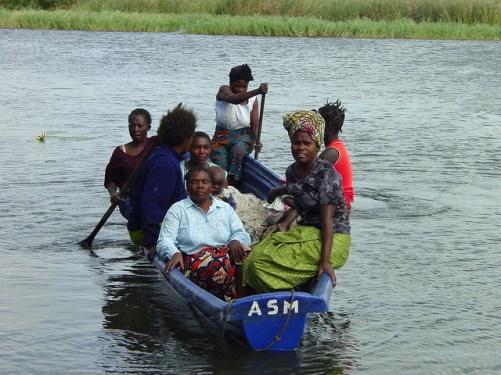 ZAMBIA, BARCA, FAMIGLIA