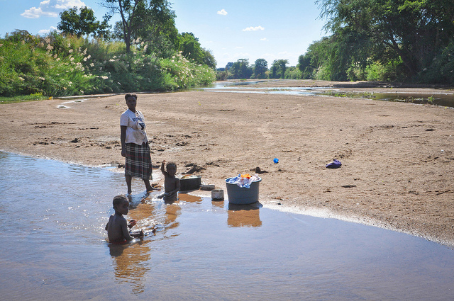 ZAMBIA, FIUME, FAMIGLIA