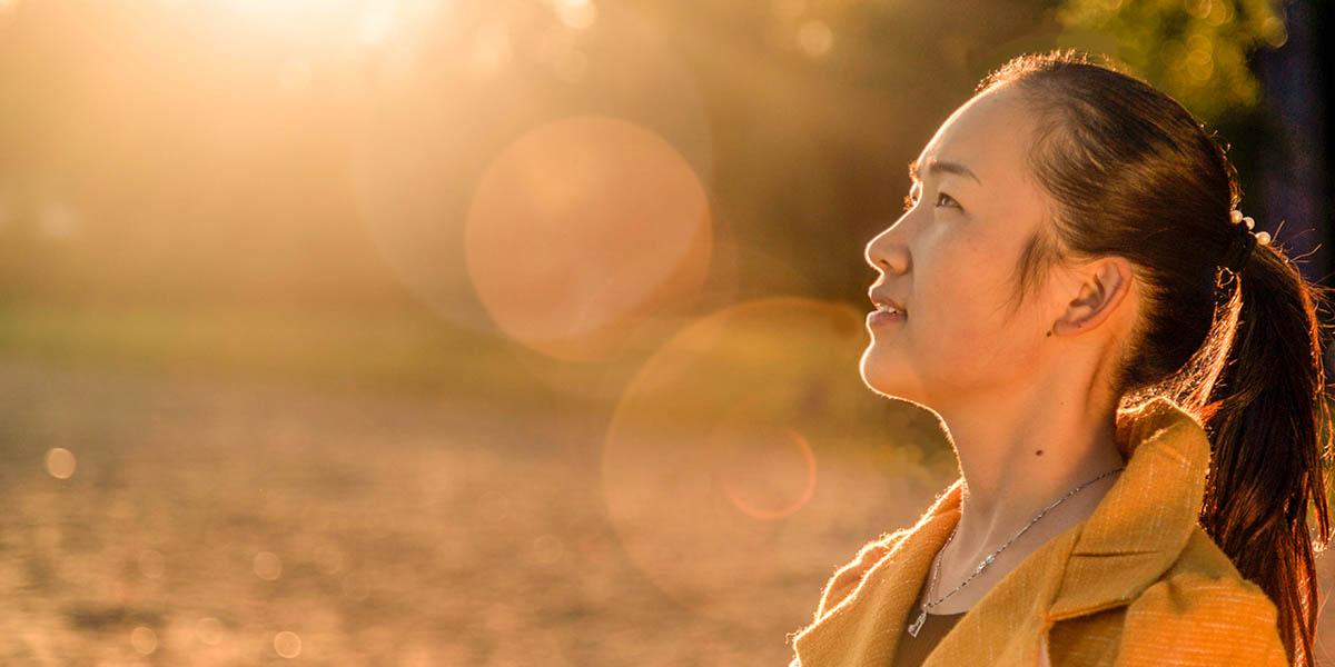 WOMAN,SUNLIGHT
