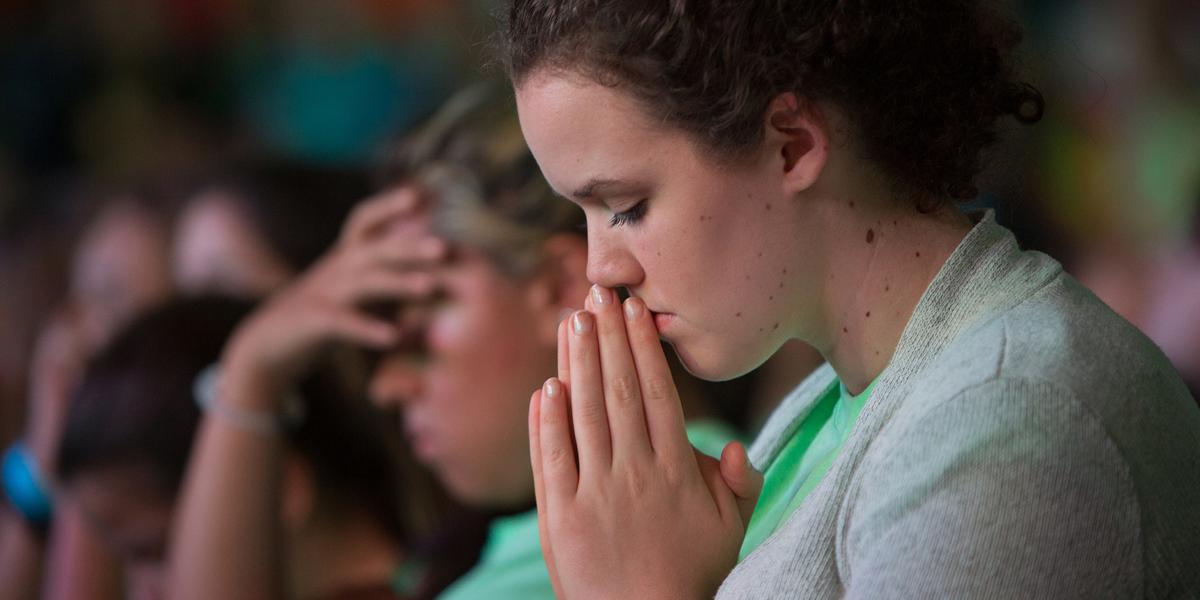 YOUNG,WOMAN,PRAYING
