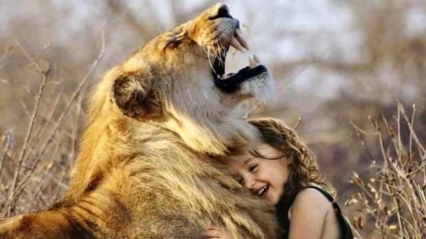 LION HUG BABYGIRL