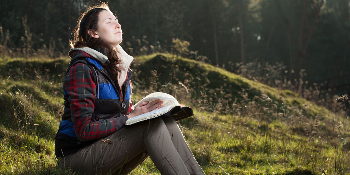 WOMAN,OUTDOORS,PRAYING
