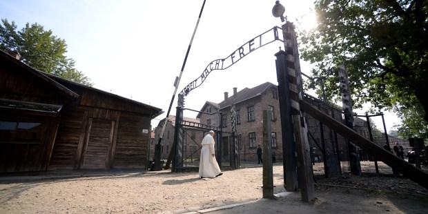 (FOTOGALLERY) Visita del Papa a Auschwitz