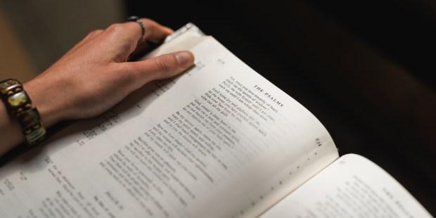 WOMAN,READING,PSALMS
