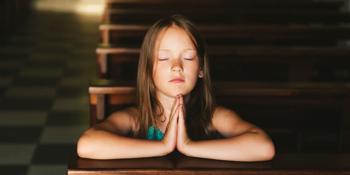 YOUNG GIRL,PRAYING,CHURCH PEW