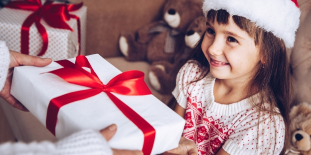LITTLE,GIRL,CHRISTMAS,GIFT