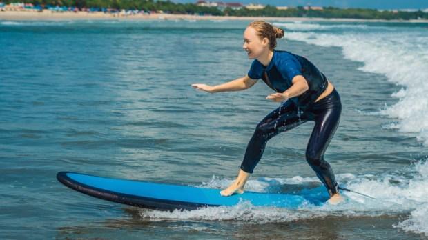 RAGAZZA, SURF, ONDE