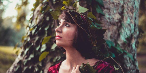 WOMAN;TREE;NATURE;