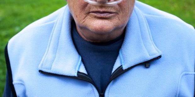 senior woman oxygen