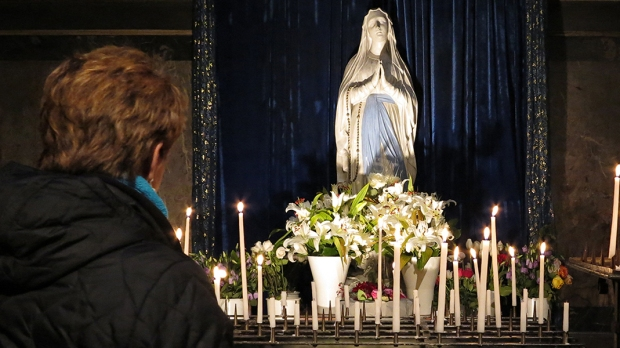 PRAYING TO MOTHER MARY