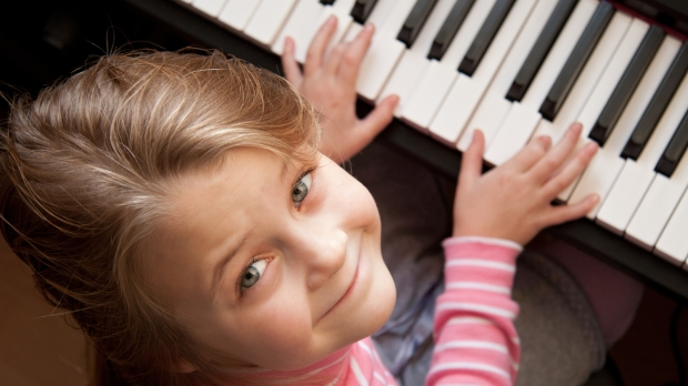 young girl play piano
