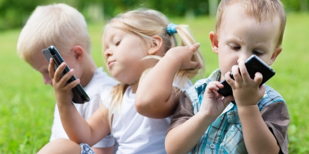 CHILDREN, PLAY, SMARTPHONE
