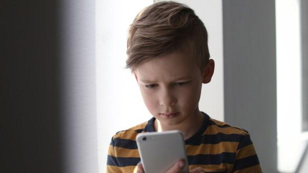 CHILD, SAD, SMARTPHONE