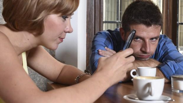 COUPLE, SMAERTPHONE, COFFEE
