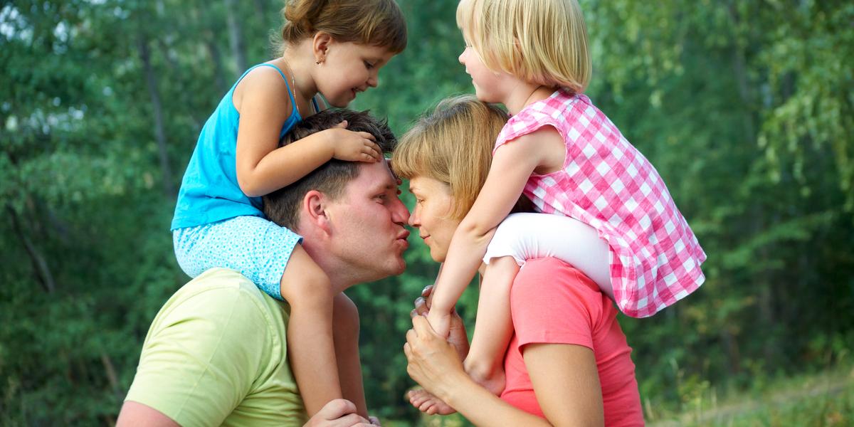 MUM, DAD, KISS