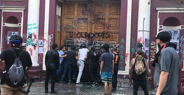 (FOTOGALLERY) Tutti gli attacchi alla Chiesa in Cile