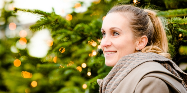 WOMAN, CHRISTMAS, TREE