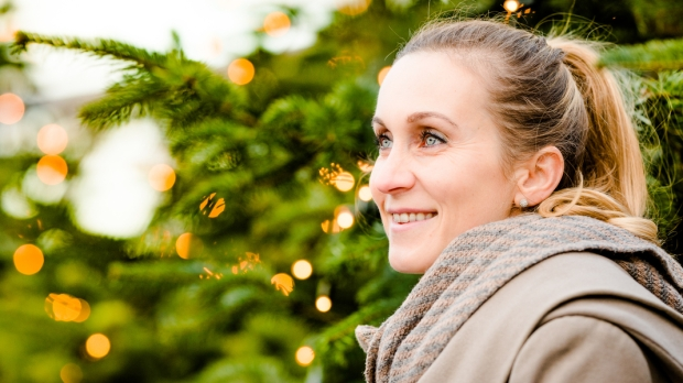 WOMAN, CHRISTMAS, TREE